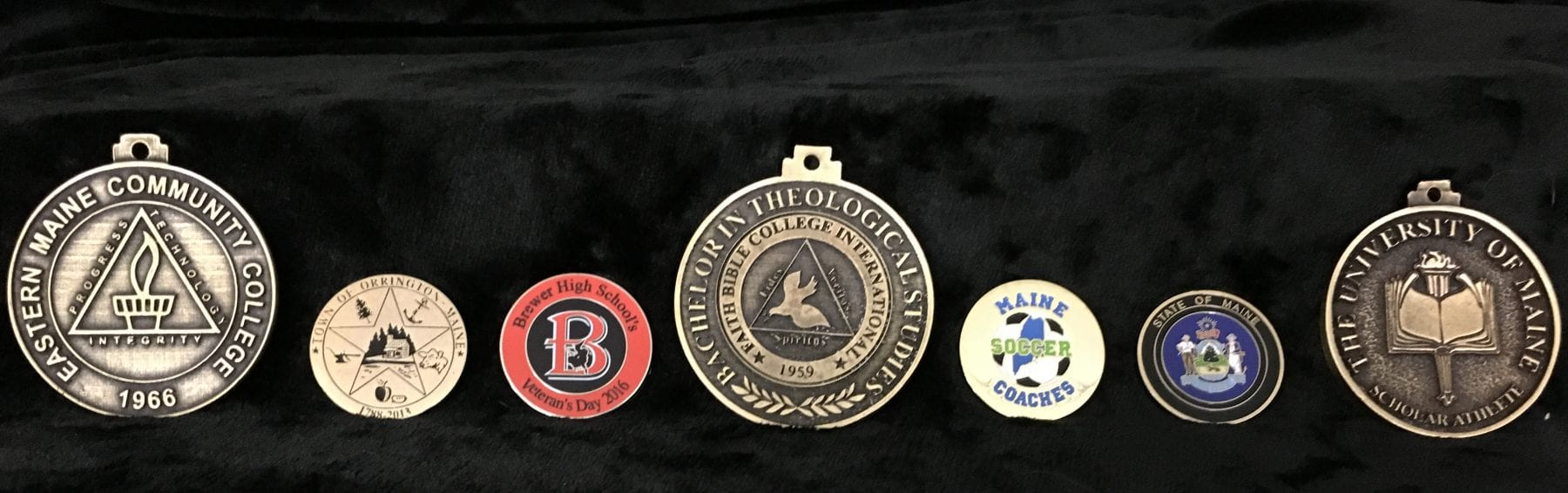 Medallions, Pins & Ribbons - Awards, Signs & Trophies